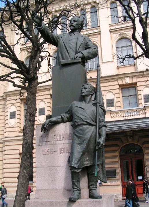 Гинцбург И. Я. Памятник Г.В.Плеханову у здания Технологического института на Москвоском проспекте