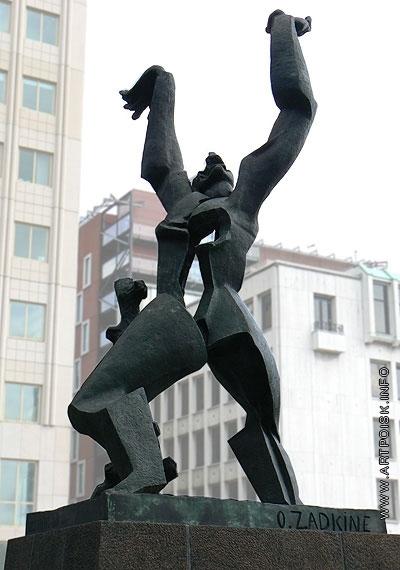 Цадкин О. А. Памятник разрушенному Роттердаму