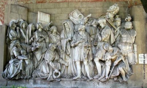 Логановский А. В. Горельеф с храма Христа в Москве. Встреча Давида, победившего Голиафа