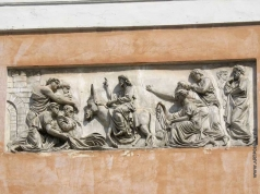 """Демут-Малиновский В. И. Барельеф на фасаде над входом в храм """"Вход Господень в Иерусалим"""""""