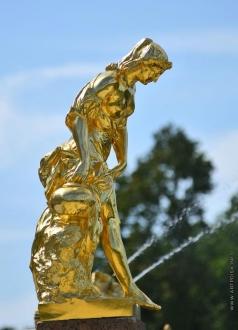 Шубин Ф. И. Статуя Пандоры  на восточной лестнице Большого каскада в Петергофе
