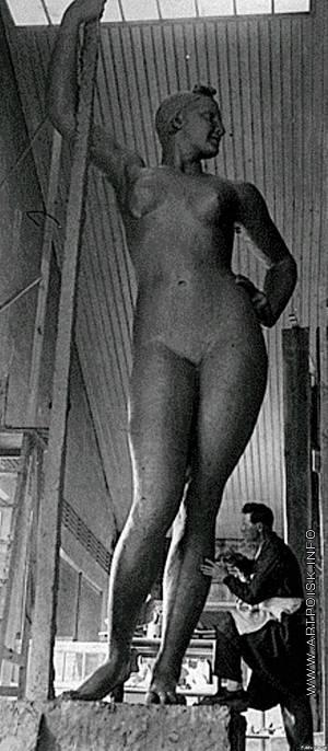 Шадр И. Д. Девушка с веслом (первый вариант)
