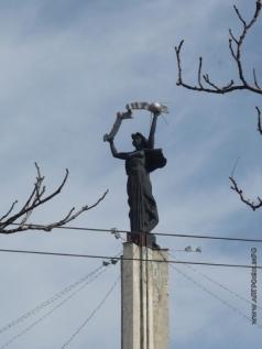 Клиндухов Н. Н. Родина-Мать, фрагмент монумента Славы на площади Победы в Калуге