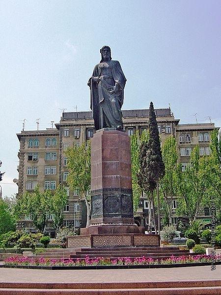 Абдурахманов Ф. Г. Памятник Низами в Баку